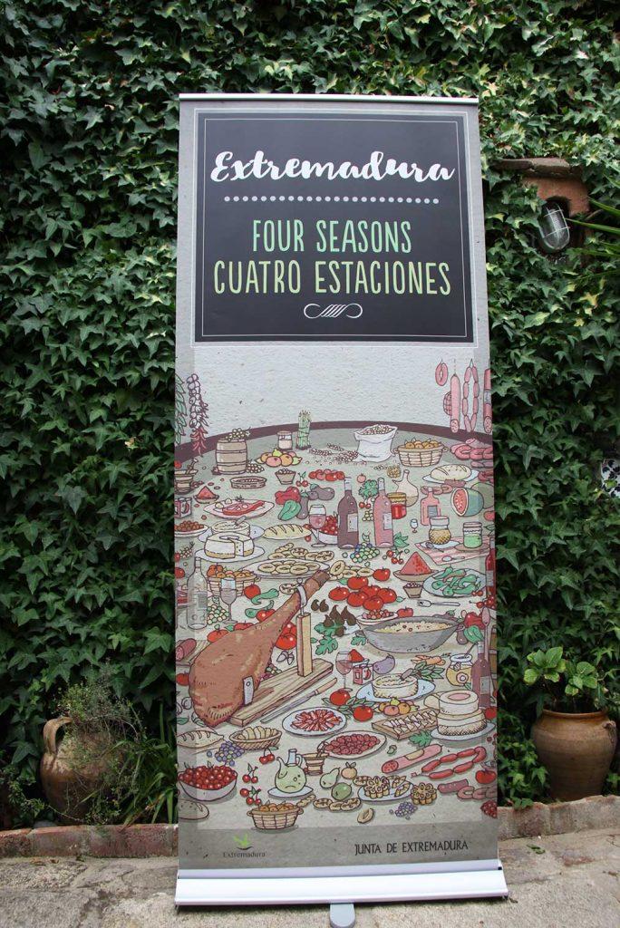 roll up promocional libro Extremadura cuatro estaciones